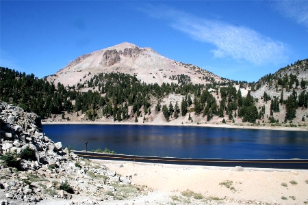 the lassen volcanic national park