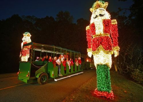 Best tourist spots to view holiday lights the travelers zone for Callaway gardens fantasy in lights