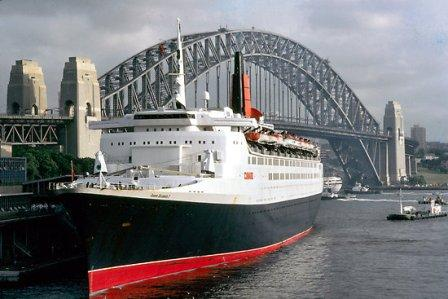 QE2-Luxury-Liner
